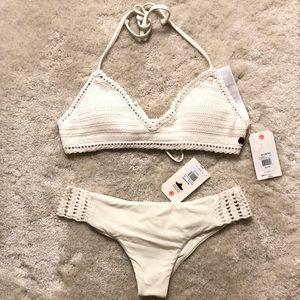 ✨NWT✨ Billabong- Crochet Bikini Set